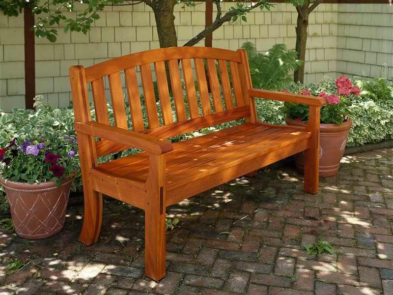 Садовые лавки и скамейки из дерева
